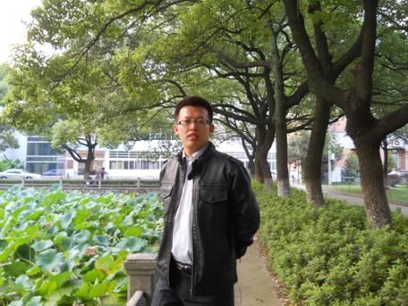 2009年4月16日,在南京邮电大学的校园中留念